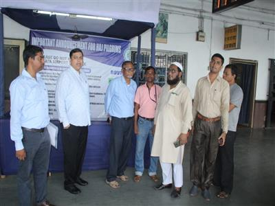 Chairman Visit Haj Help Desk at Kolkata Stn..jpg